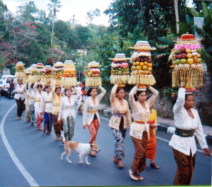 procession-to-temple-bali